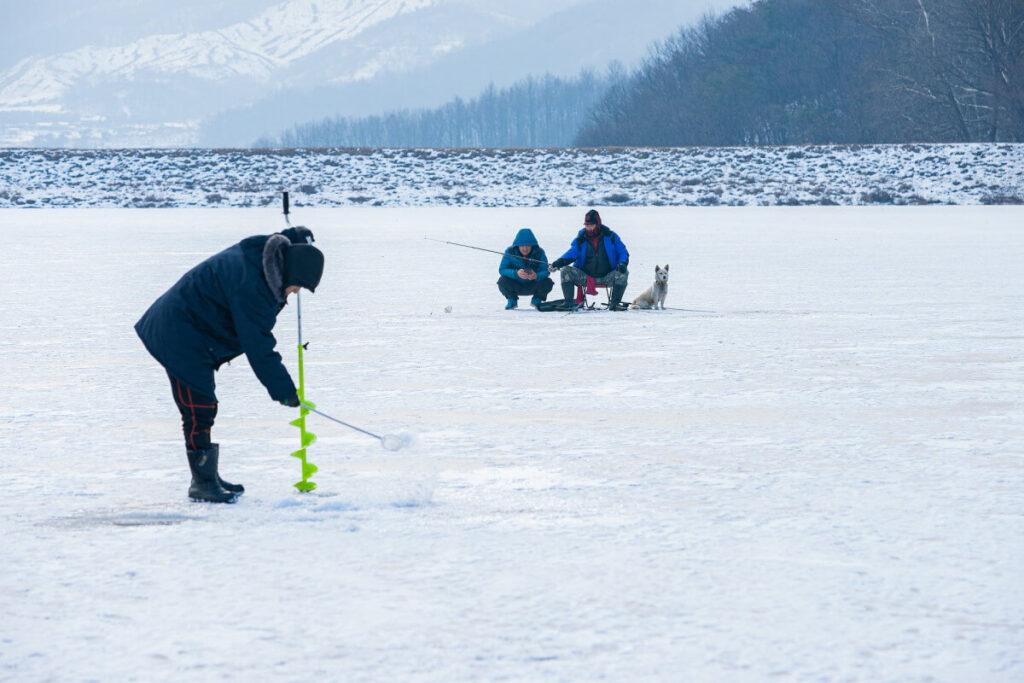 Wędkarstwo podlodowe – chłodna przygoda